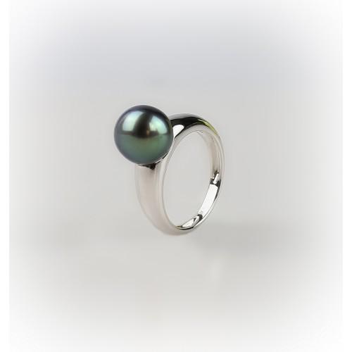 18k white gold ring...
