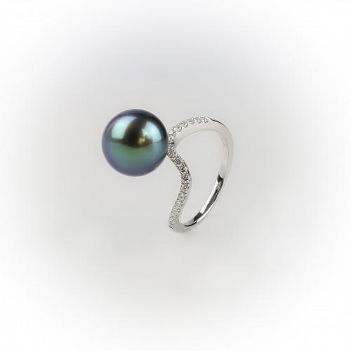 Wavy 18K white gold ring,...