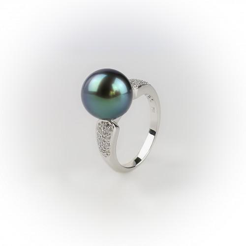 18K white gold ring, 0.18...