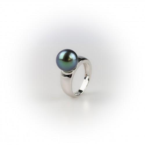 Large 18K white gold ring,...