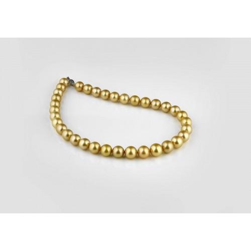 Collier de 35 perles dorées...