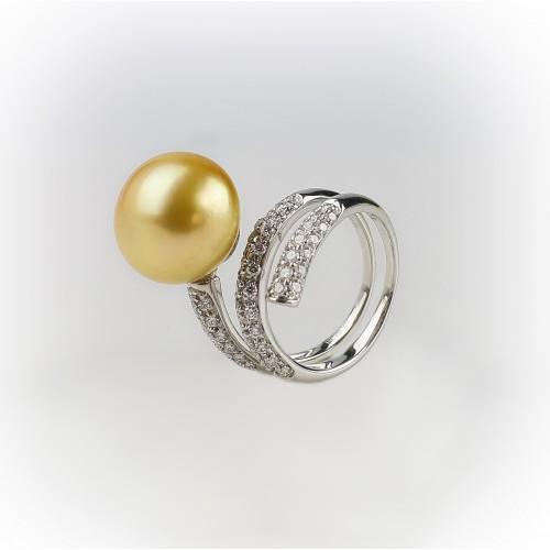 18K white gold ring set...